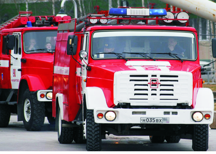Пожар уничтожил авторынок и два кафе в Новосибирске
